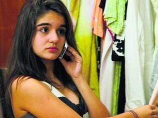 Revoltada com a mãe, Gaby radicaliza em seu comportamento