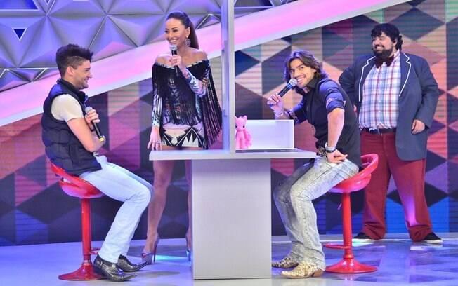 O 'Programa da Sabrina' de sábado (7) também teve game com Munhoz e Mariano