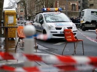 Uma policial morreu após troca de tiros com homem na manhã desta quinta (8) em Paris