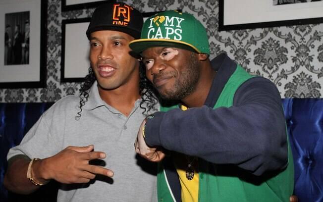 Alguns famosos, como o rapper Rappin' Hood,  também foram à festa de Ronaldinho