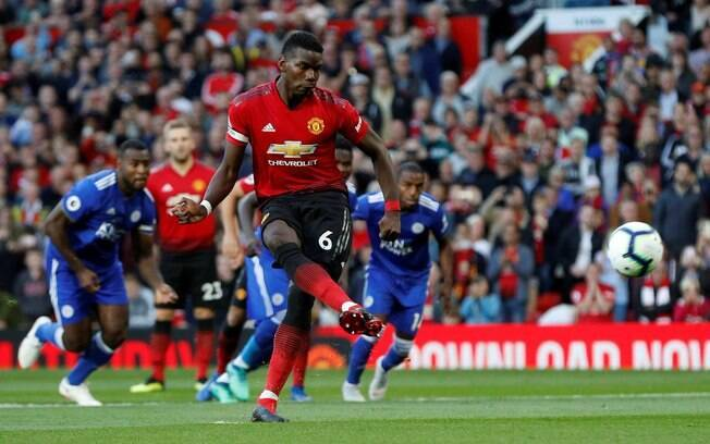 Pogba bate com categoria para abrir o placar para o Manchester United na abertura do Campeonato Inglês diante do Leicester