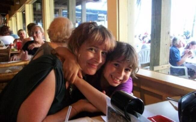 Shira Schiller e seu filho Max, que morreu aos 10 anos
