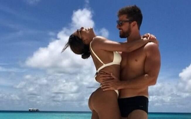 Ê vidão! Juliana Paes curte dias de praia e sol com o marido nas Ilhas Maldivas