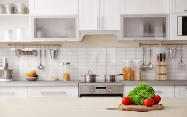 Manter a cozinha em ordem é essencial para ter conforto e praticidade no cômodo; personal organizer dá dicas
