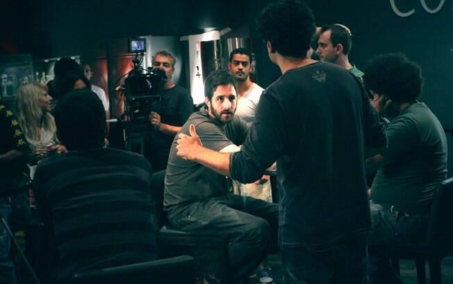 Rafinha Bastos ouve as orientações do diretor: calmo, tranquilo e compenetrado
