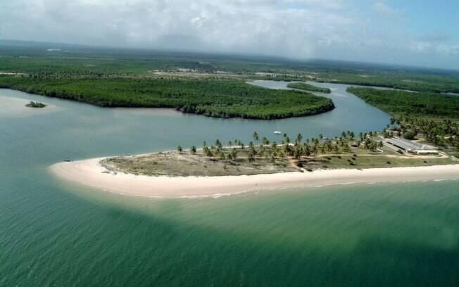 Com cinco quilômetros de extensão no litoral sergipano, Praia do Saco tem águas claras e mornas
