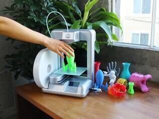 Cube permite imprimir em 3D pequenos objetos e está à venda no Brasil por R$ 6.690
