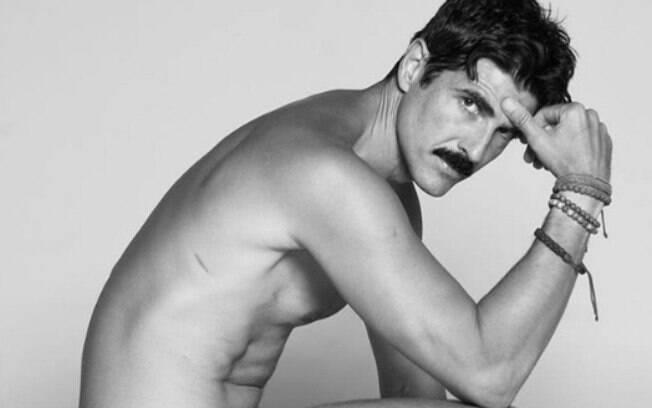 Reynaldo Gianecchini posa nu para projeto de arte e poesia, compartilha no Instagram e recebe elogios