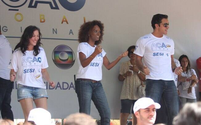 Adriana Birolli, Isabel Fillardis e Carlos Machado dançam