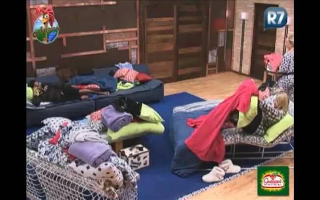 Compadre Washington e Monique Evans se arrumam para dormir