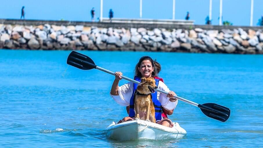 Fortaleza tem 55 estabelecimentos com selo pet friendly; esportes náuticos e passeios ao ar livre são atividades comuns