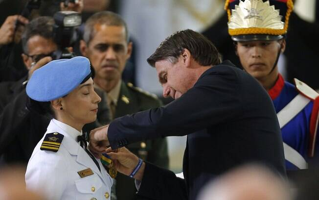 Bolsonaro durante cerimônia militar