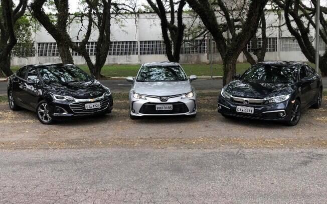 Toyota Corolla cinza