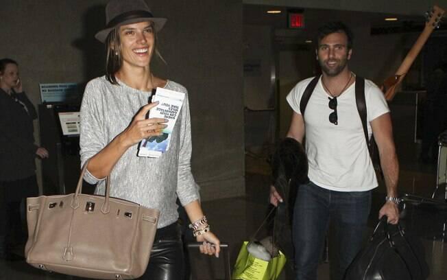 Alessandra Ambrosio, Jamie Mazur e Anja no aeroporto de Los Angeles
