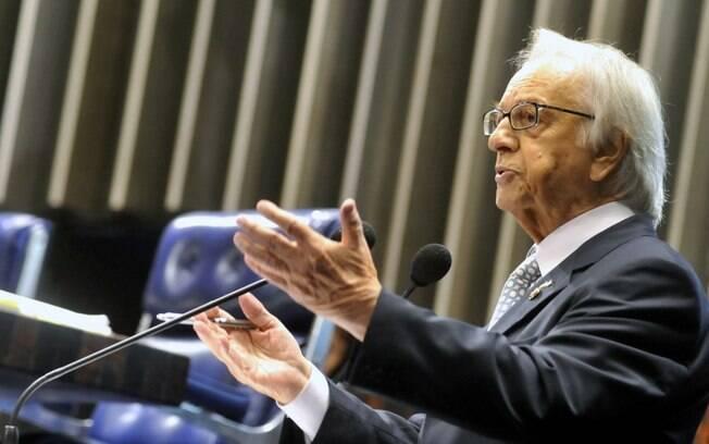 Itamar Franco assumiu o governo após a renúncia e o impeachment de Collor, mas já tinha experiência no executivo antes por ter sido prefeito de Juiz de Fora duas vezes