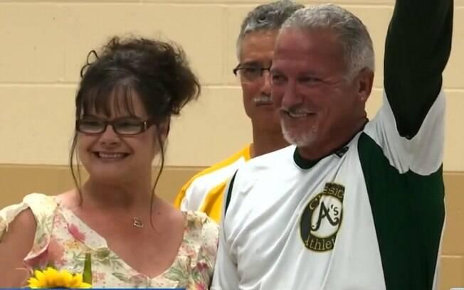 Ken Boyer tem um câncer terminal, mas ao reencontrar o amor do passado Michelle Kimbrel resolveu se casar