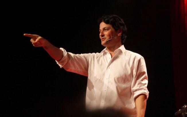 Marcelo Serrado durante apresentação