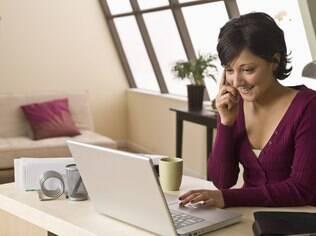 Equipamentos usados para trabalho devem ficar próximos no escritório domiciliar