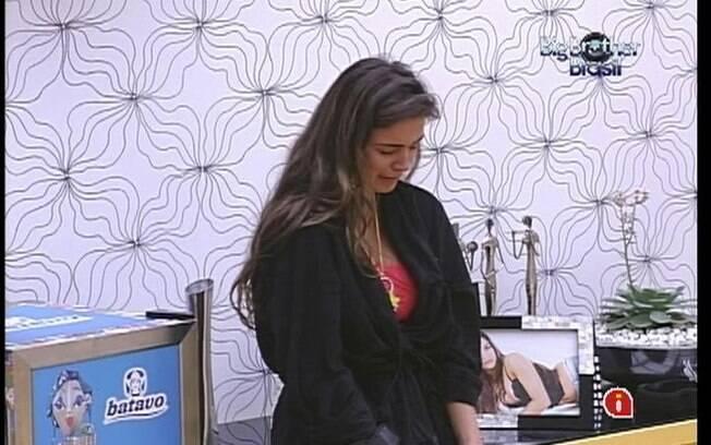 Gaúcha chora sozinha no Quarto do Líder