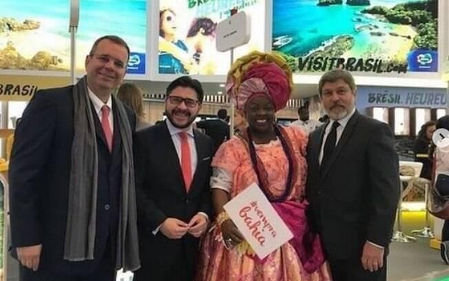Diplomata Alberto Luiz Pinto Coelho Fonseca (esq) recebeu em euro e dólar