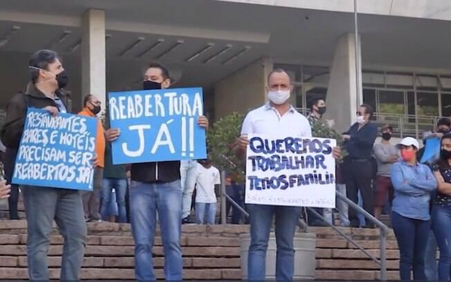 Protesto pela reabertura foi realizado na Prefeitura de Campinas.