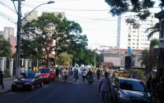 Em Porto Alegre, a Brigada Militar estima em 35 mil pessoas os manifestantes (12/04/2015)