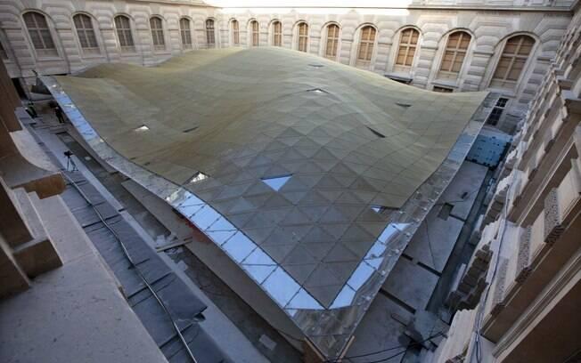 Nova ala do Louvre deverá ser inaugurada durante o verão europeu