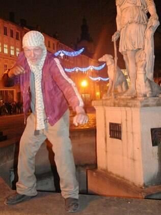 Slavik, de 55 anos, o mendigo estiloso de Lviv
