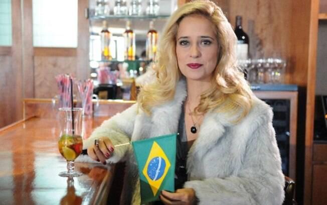 Paloma Duarte vive uma personagem sem nome e sem identidade