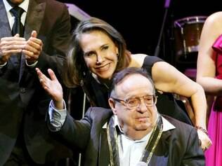 Em 2011, Roberto Bolaños, de cadeira de rodas, recebe importante prêmio hispânico