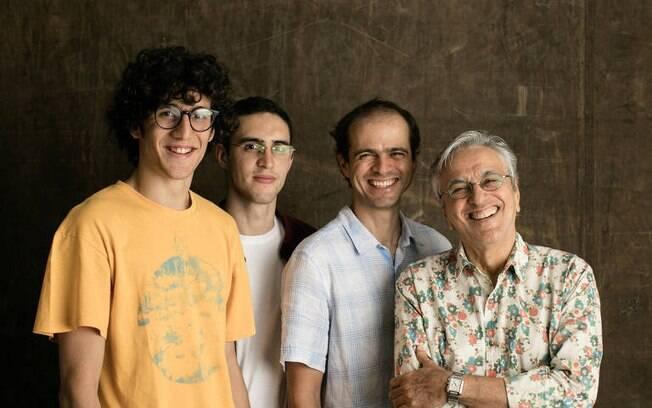 Em família: Tom, Zeca. Moreno e Caetano Veloso se uniram para cantar clássicos do percussor da Tropicália