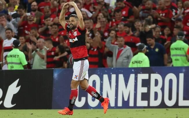 Diego comemora gol no empate do Flamengo com o Fluminense nas quartas da Sul-Americana