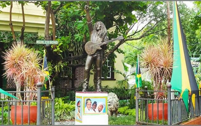 Em Kingston, há um museu dedicado ao canto Bob Marley, natural da Jamaica