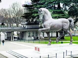 Presente. Cavalo de bronze foi doado aos italianos para homenagear da Vinci e o Renascimento