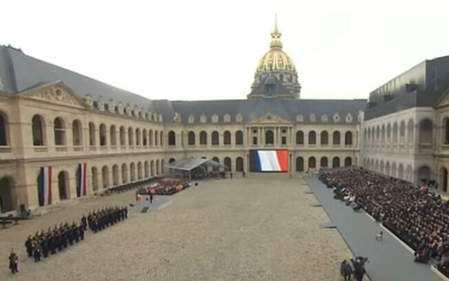 Investigadores do ataque a quatro militares franceses que protegiam a mesquita da cidade de Valence, no sudeste de Paris, descartaram a possibilidade de um ato terrorista