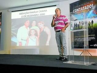 Inusitado. O eletricista mineiro João Caiana diz que seu fusca 1972 foi erguido com ele, mulher e filha em Iturama, em 2000