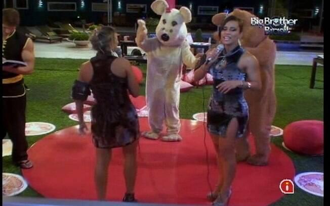 Ursinhos dançam música cantada por Kelly e Fabiana