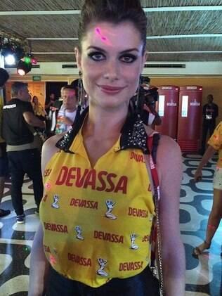 Alinne Moraes no camarote da Devassa