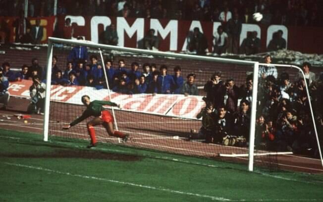 O ex-goleiro do Liverpool em ação pelos ingleses