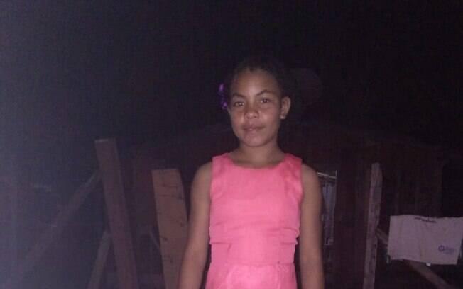 Menina de 11 anos morreu no quintal de casa após descarga elétrica.