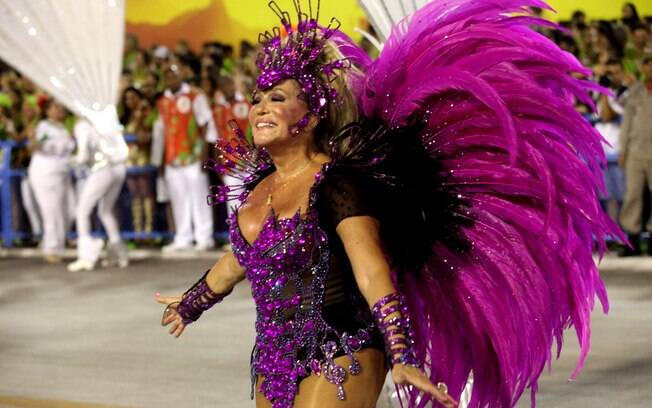 Susana Vieira durante desfile da Grande Rio, no domingo (02)