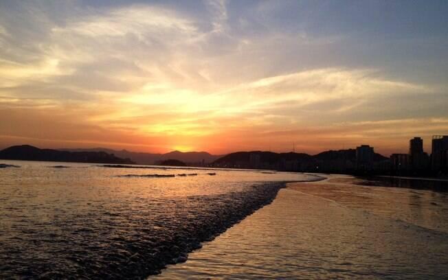 Mais afastada do agito das outras praias de Santos, a Praia do Embaré é ideal para relaxar e caminhar com a família