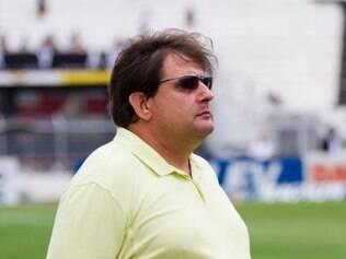 Guto Ferreira está de folga, mas segue participando da montagem do elenco