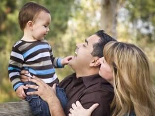 Pais mais velhos são mais presentes nas vidas dos filhos, diz psicóloga