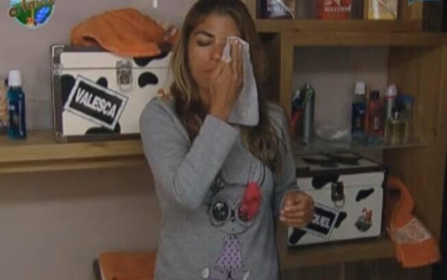 Finalista: Já garantida na final, Raquel Pacheco se prepara para dormir