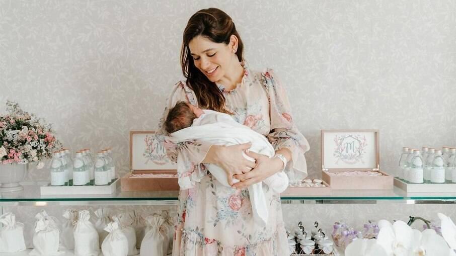 Sabrina Petraglia dá detalhes do parto da filha