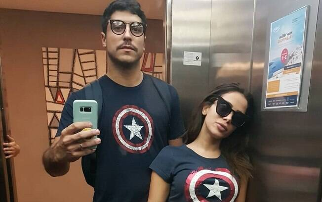 Anitta publicou foto com o marido e rebateu rumores de crise no casamento