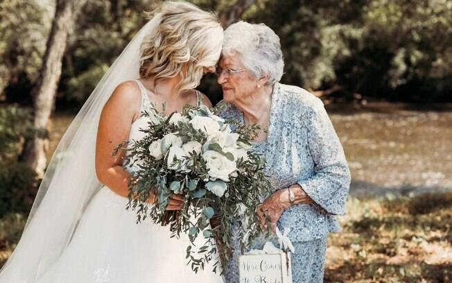 fotógrafa compartilha momento fofo da noiva com a avó no casamento