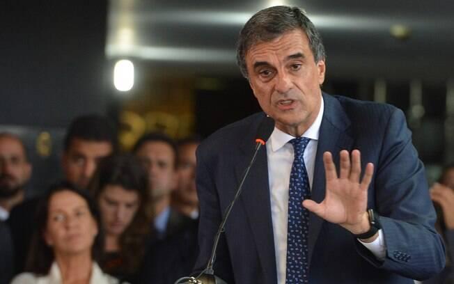 José Eduardo Cardozo pede que os processos que estão sob a relatoria de Mendes sejam extintos
