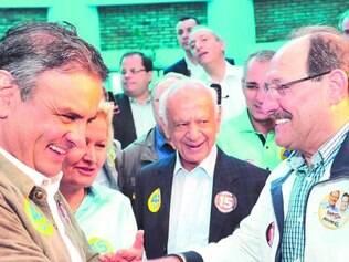 """Aliados. Ao lado de Ana Amélia (PP),  Pedro Simon (PMDB) e Ivo Sartori (PSDB), Aécio  anunciou seu  eventual """"núcleo"""" de  governo"""